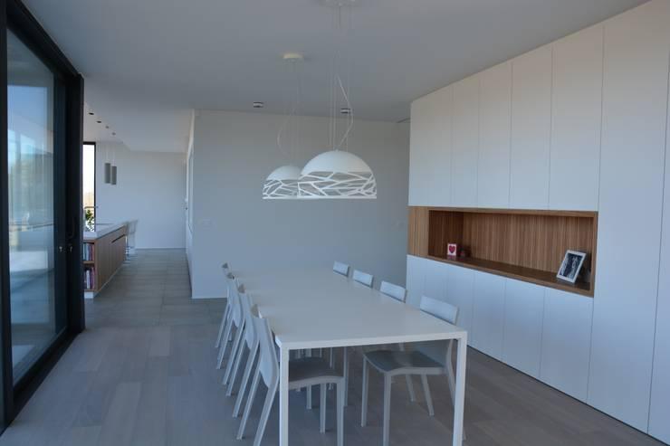 woning te Neerijse:  Eetkamer door hasa architecten bvba, Modern