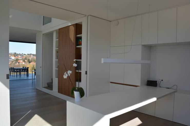 woning te Neerijse:  Studeerkamer/kantoor door hasa architecten bvba, Modern