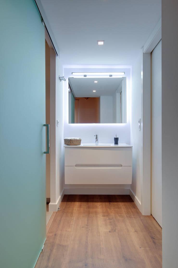 Salle de bain minimaliste par ELIX Minimaliste