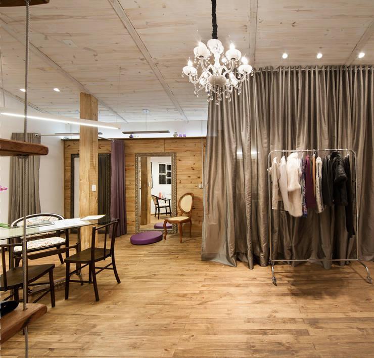 Ateliê Fran Hermoza: Lojas e imóveis comerciais  por Craft-Espaço de Arquitetura