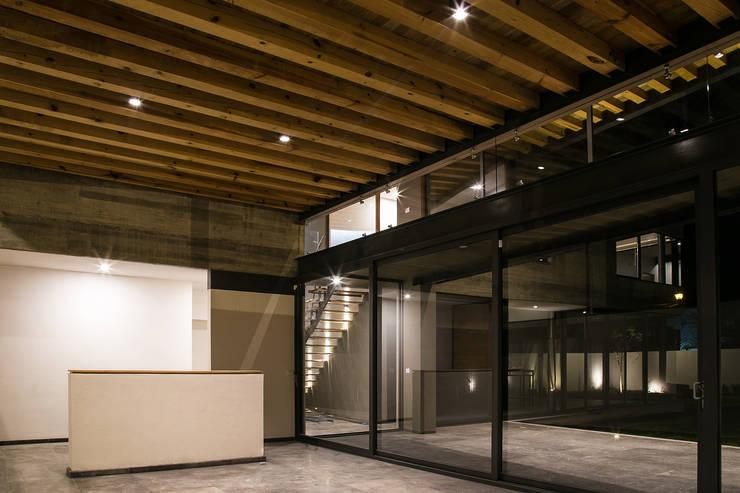 Casa FAR: Salas de estilo  por VG+VM Arquitectos