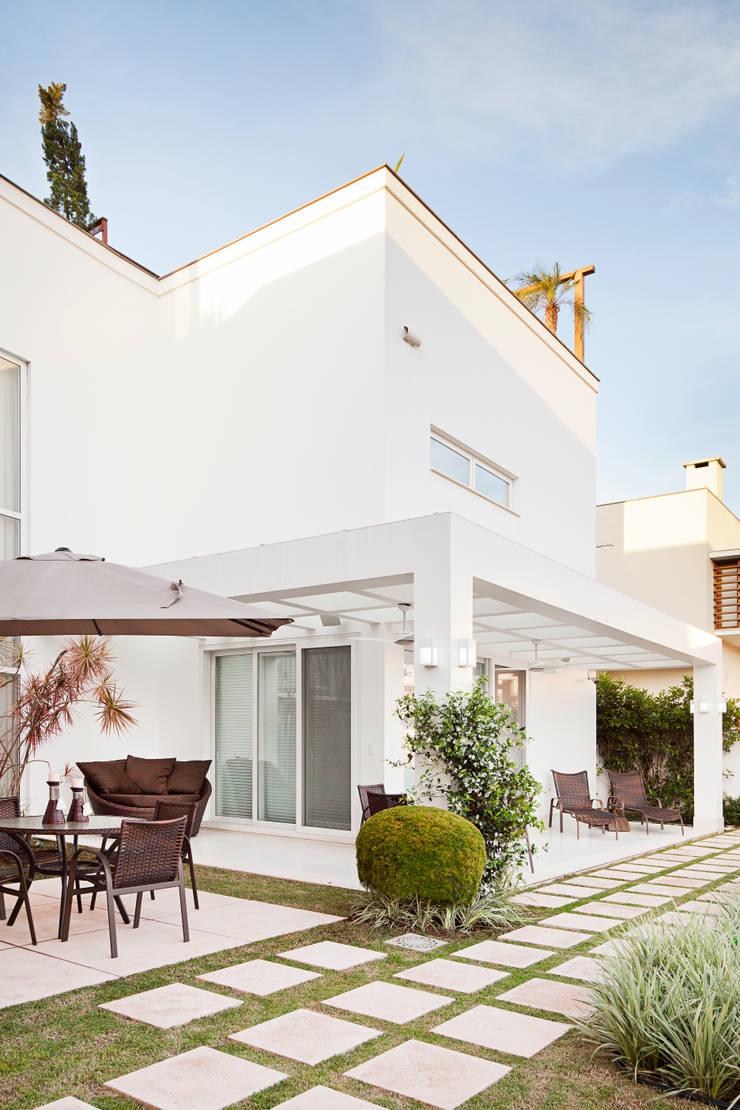 fachada fundos: Casas  por ANDRÉ PACHECO ARQUITETURA