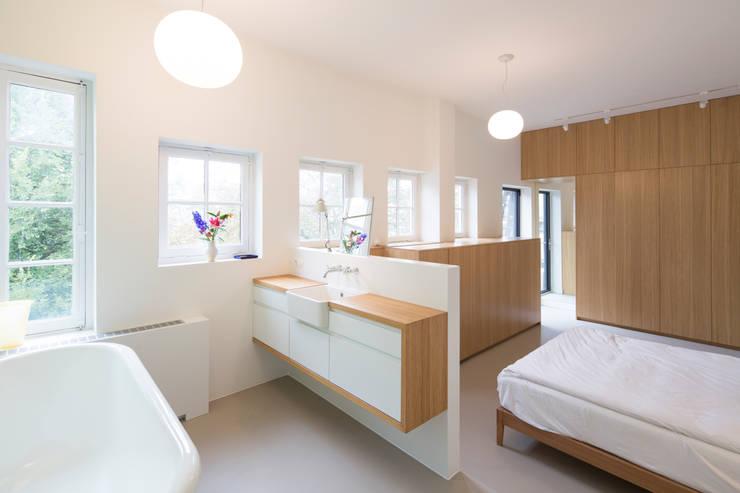 Badkamer In Slaapkamer : Een badkamer in je slaapkamer: praktisch én mooi!