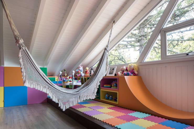 Quartos de criança modernos por Kali Arquitetura