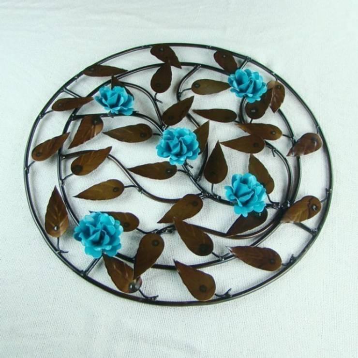 Mandala de Ferro com Flores Azul Turquesa: Quarto  por Vida Rústica Artesanato e Decoração