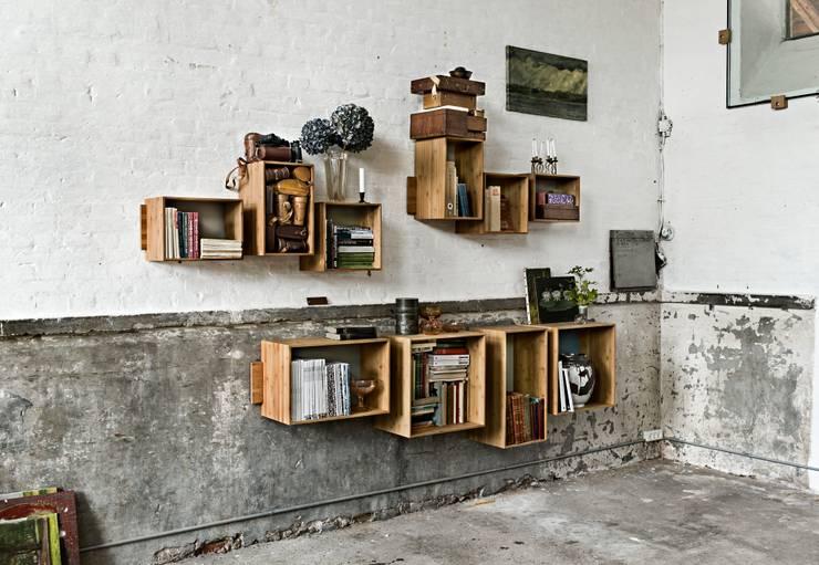 Soggiorno in stile in stile Scandinavo di We Do Wood