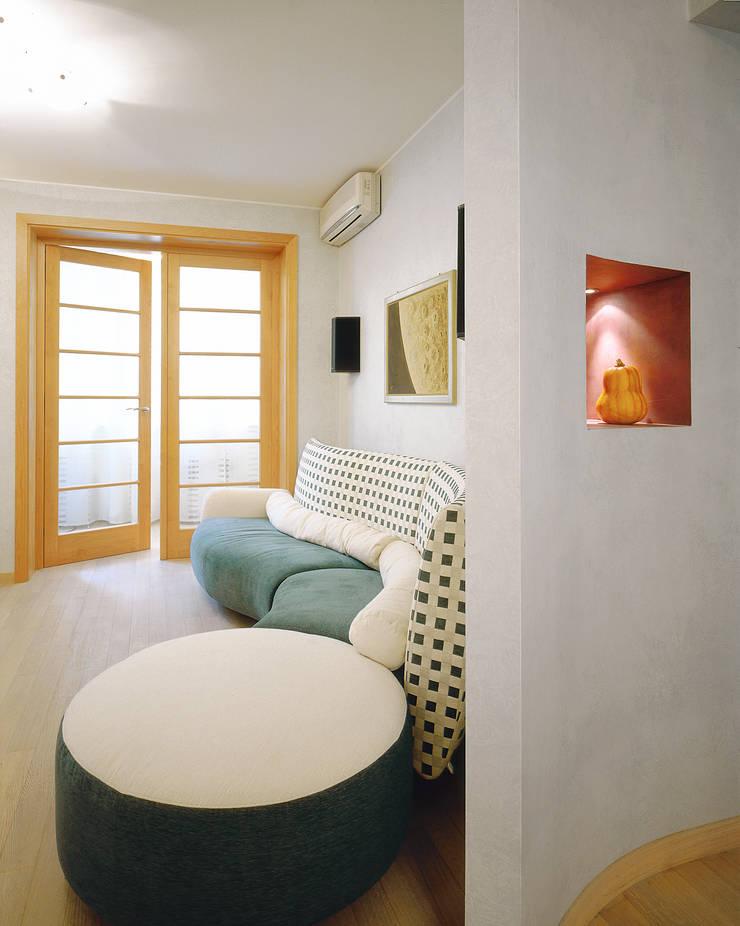 Балтийские дюны: Гостиная в . Автор – Studio B&L , Минимализм