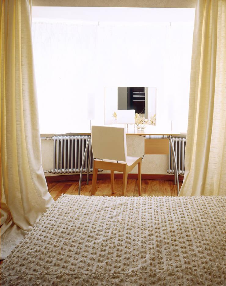 Балтийские дюны: Спальни в . Автор – Studio B&L , Минимализм