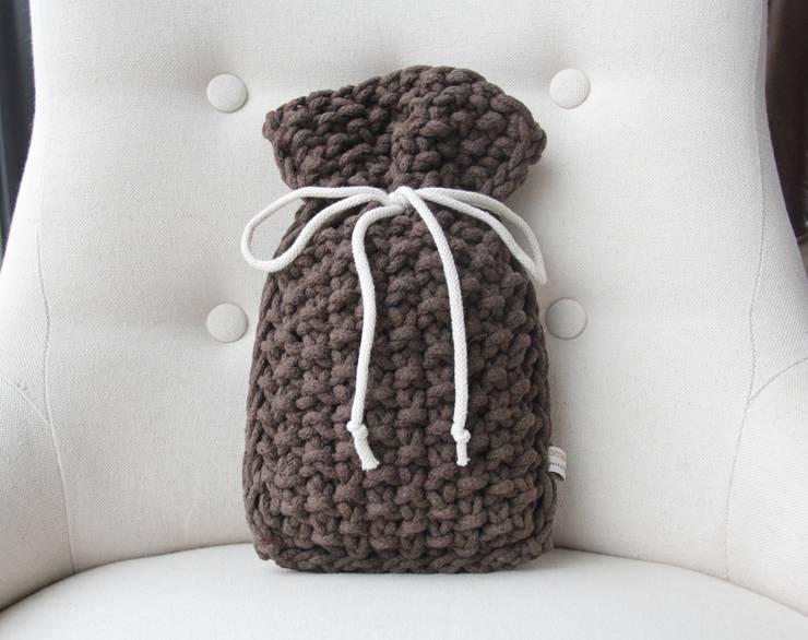 Woreczek zapachowy lawendowy.: styl , w kategorii Garderoba zaprojektowany przez Manufaktura pracownia artystyczna