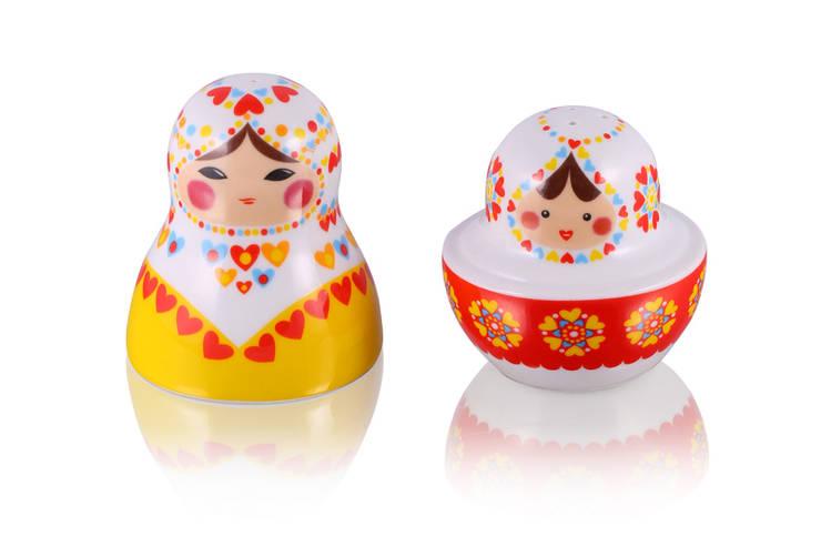Solniczka i pieprzniczka Matrioszka: styl , w kategorii Kuchnia zaprojektowany przez Silly Design - prezentowa porcelana,
