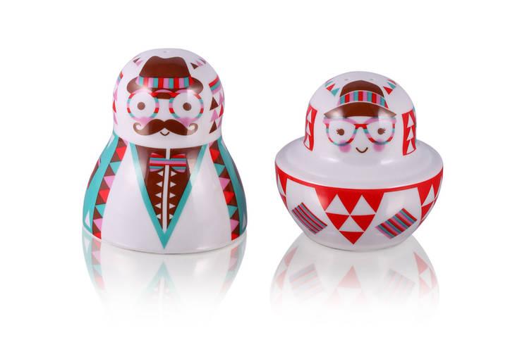 Solniczka i pieprzniczka Matrioszka: styl , w kategorii Kuchnia zaprojektowany przez Silly Design - prezentowa porcelana