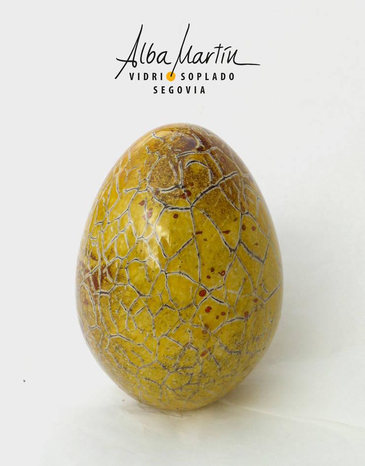 """""""Huevos de critter"""" Vidrio Soplado: Comedor de estilo  de Alba Martín Vidrio Soplado"""