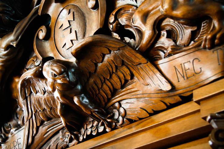 Biblioteka. Fragment herbu.: styl , w kategorii Salon zaprojektowany przez Meble Gdańskie - Zbigniew Żurawski