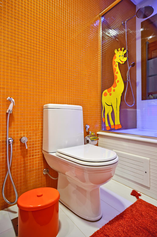 banheiro de menina: Banheiros  por arquiteta aclaene de mello,