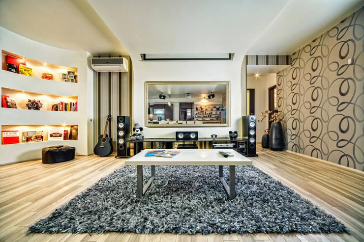 Проект 3х комнатной квартиры-студии 95 м²: Медиа комнаты в . Автор – SAZONOVA group