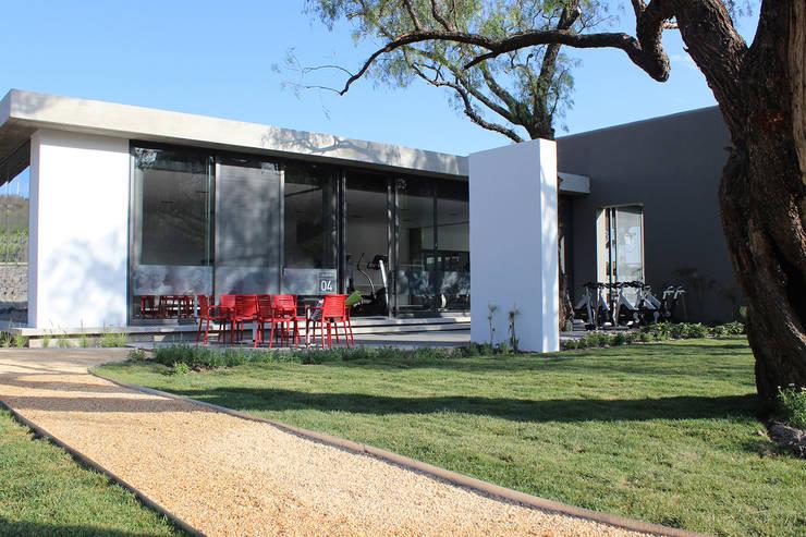 Snack Club Casablanca: Spa de estilo  por VG+VM Arquitectos