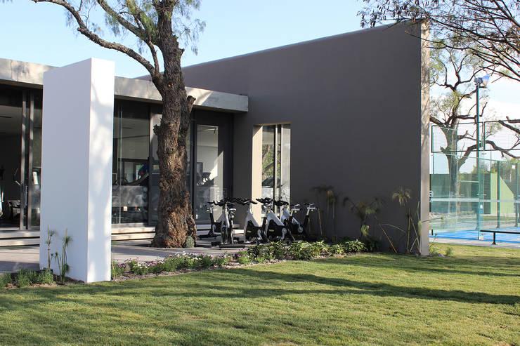 Snack Club Casablanca: Gimnasios de estilo  por VG+VM Arquitectos