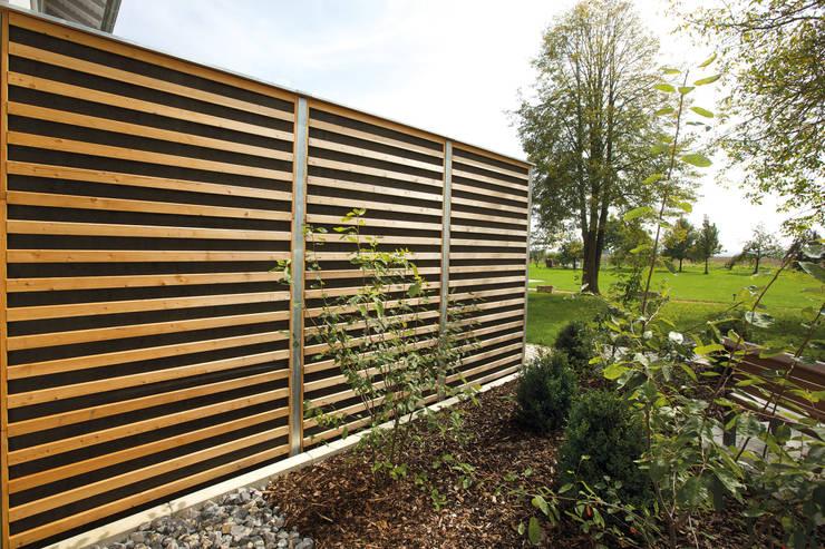 Modern Terrace by Braun & Würfele - Holz im Garten Modern Wood Wood effect