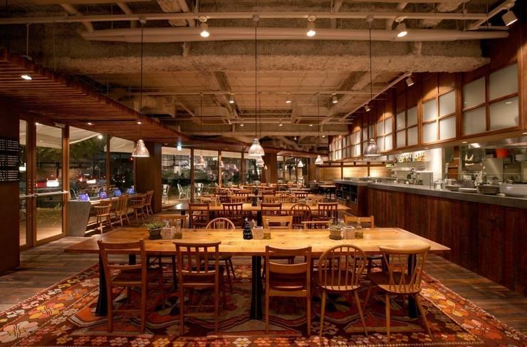 """Royal Garden Cafe Aoyama: 窪田建築都市研究所 有限会社が手掛けた{:asian=>""""アジア人"""", :classic=>""""クラシック"""", :colonial=>""""コロニアル"""", :country=>""""カントリー"""", :eclectic=>""""折衷的な"""", :industrial=>""""工業用"""", :mediterranean=>""""地中海"""", :minimalist=>""""ミニマリスト"""", :modern=>""""現代の"""", :rustic=>""""素朴な"""", :scandinavian=>""""スカンジナビア"""", :tropical=>""""トロピカル""""}です。,"""