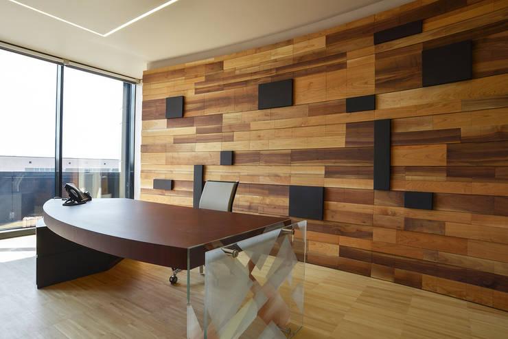 Ufficio del direttore: Studio in stile  di Studio Merlini Architectural Concept