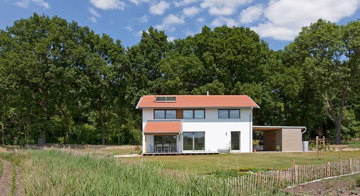 EFH D: moderner Garten von gondesen architekt