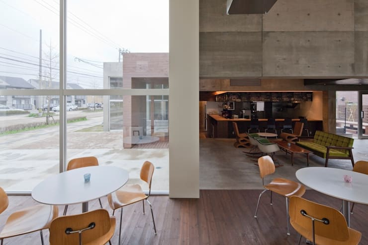 EDWARD JOHNSTON CAFÉ: 窪田建築都市研究所 有限会社が手掛けたです。