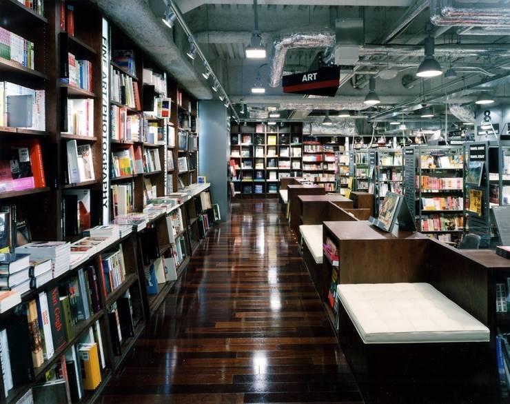 TSUTAYA TOKYO ROPPONGI: 窪田建築都市研究所 有限会社が手掛けたです。