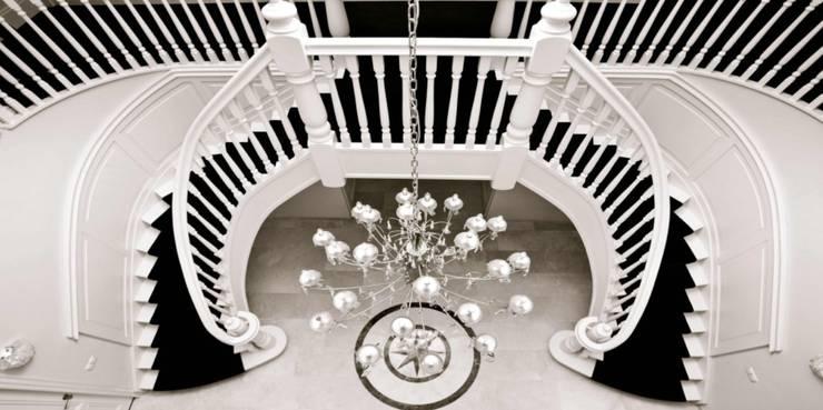Dubbele wenteltrap:  Gang, hal & trappenhuis door Van Bruchem Staircases & Interiors
