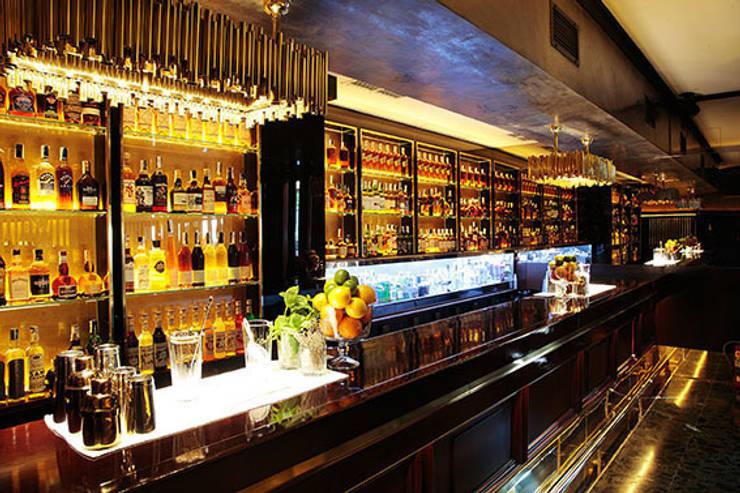 Cocktelería Solange Luxury & Spirits: Bares y Clubs de estilo  de Carlos Martinez Interiors