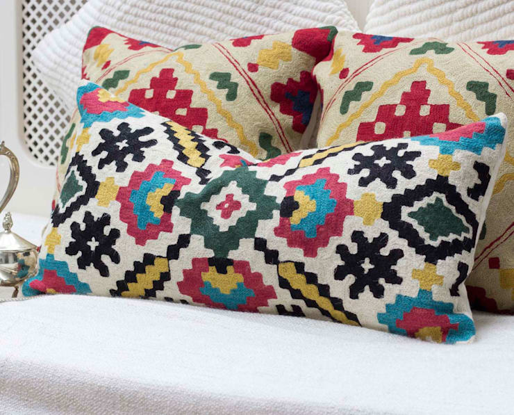 Crewel Decorative Pillow Geometric:  Living room by DesignRaaga