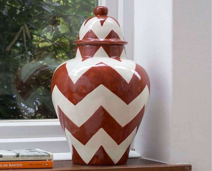 Ginger Jar Red Chevron:  Living room by DesignRaaga