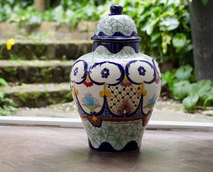 Mexican Ginger Jar :  Living room by DesignRaaga
