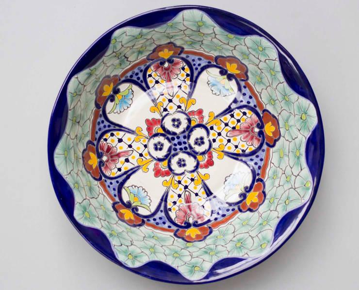 Large Fruit Bowl Talavera:  Kitchen by DesignRaaga