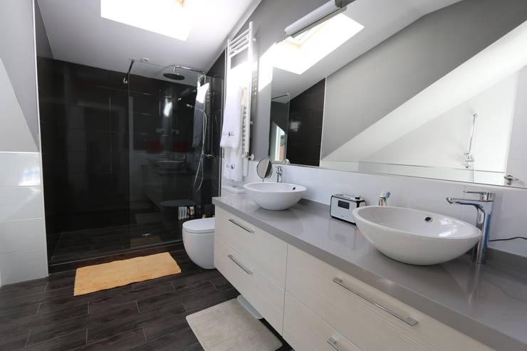 Baño en suite: Baños de estilo  de Canexel