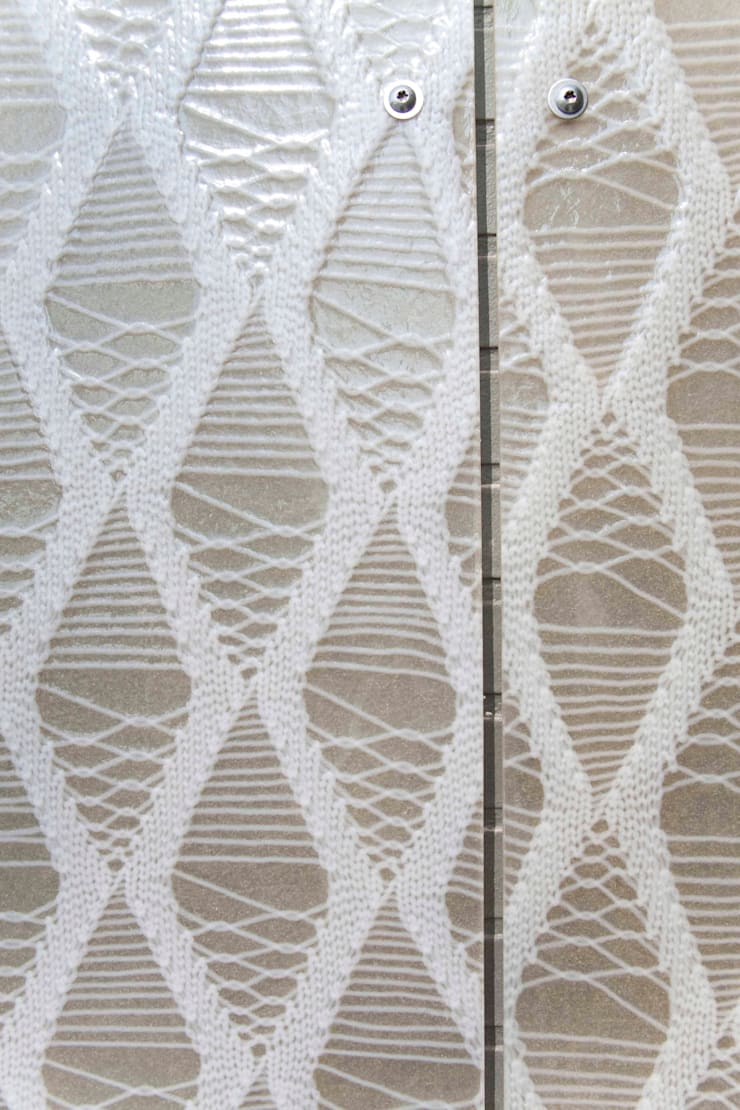 outside view detail, knitting a facade:  Scholen door Studio Petra Vonk, Modern