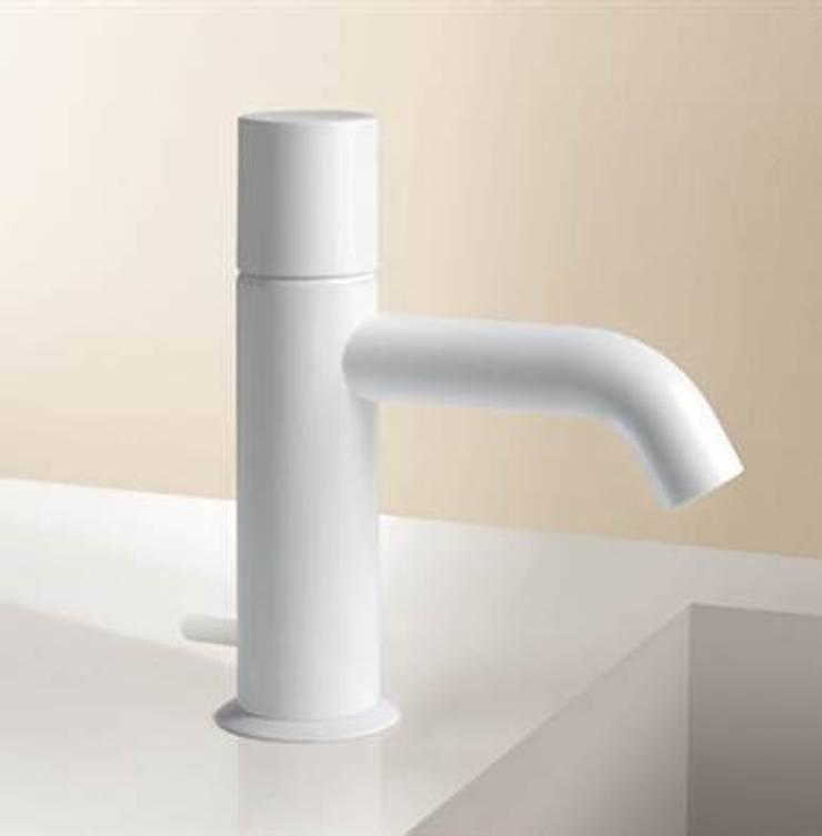 Griferia : Baños de estilo  de Ceramistas s.a.u.