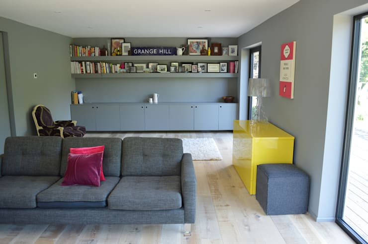The Living Room features Built-In Storage and Shelving:  Living room by ArchitectureLIVE
