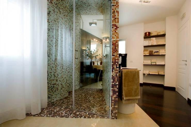 appartamento 4° piano provincia di Caserta: Bagno in stile  di studiozero