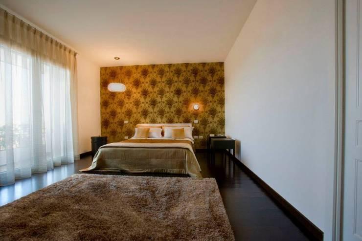 appartamento 4° piano provincia di Caserta: Camera da letto in stile  di studiozero