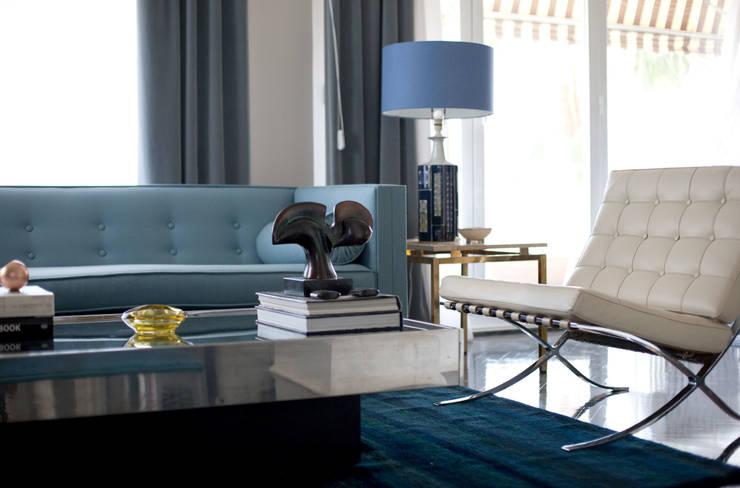 Salon: Salones de estilo moderno de IN DESIGN Studio