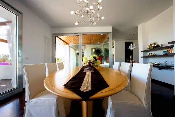 appartamento 4° piano provincia di Caserta: Sala da pranzo in stile  di studiozero
