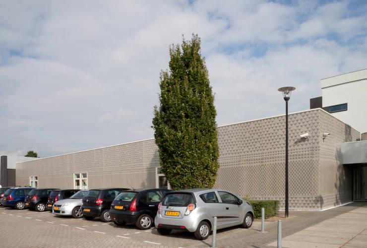 knitting a facade:  Scholen door Studio Petra Vonk, Modern