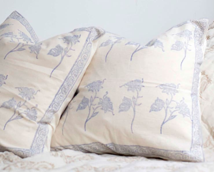 Hand Block Print Cushion Blue Floral:  Bedroom by DesignRaaga