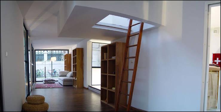intérieur drophouse: Salon de style  par D3 architectes