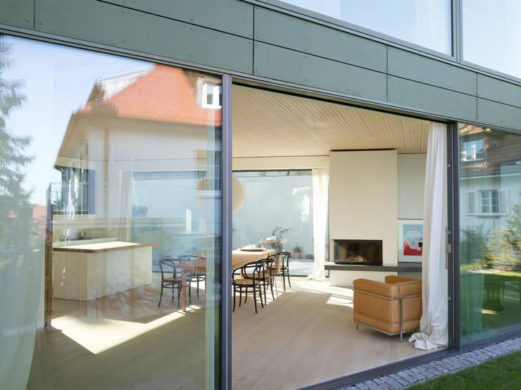 Haus K2:  Esszimmer von Bottega + Ehrhardt Architekten GmbH