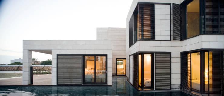 Casa en el camí del Far. Ciutadella. Menorca: Casas de estilo  de MSA+A   Adolf Martínez/Josep Lluís Sisternas, arquitectes i ass.