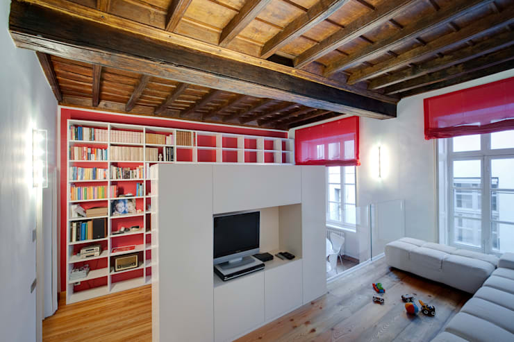 Vista soggiorno: Sala da pranzo in stile in stile Moderno di POINT. ARCHITECTS