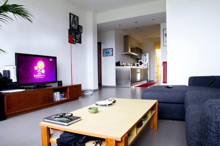 Casa B/S: Soggiorno in stile in stile Scandinavo di Lorenzo Rossi   Architetto