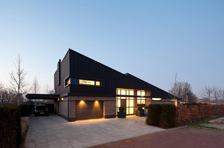 schemer:  Huizen door Sax Architecten, Modern