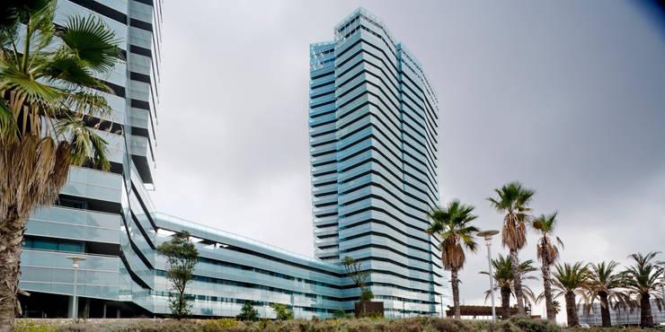 Conjunto residencial Illa del Mar. Barcelona: Casas de estilo  de MSA+A   Adolf Martínez/Josep Lluís Sisternas, arquitectes i ass.